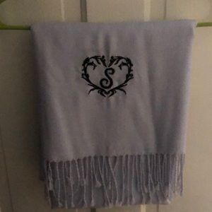 "Beautiful shawl with letter ""S"""